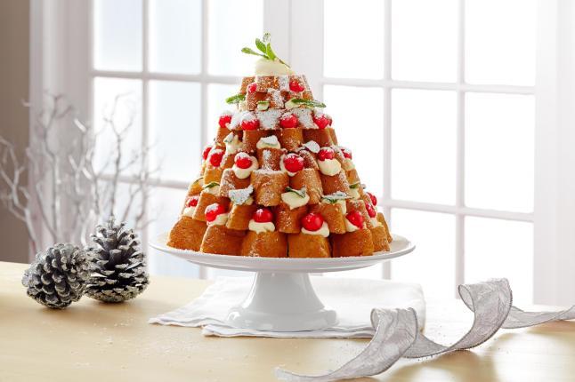 BAULI PANDORO CHRISTMAS TREE CAKE
