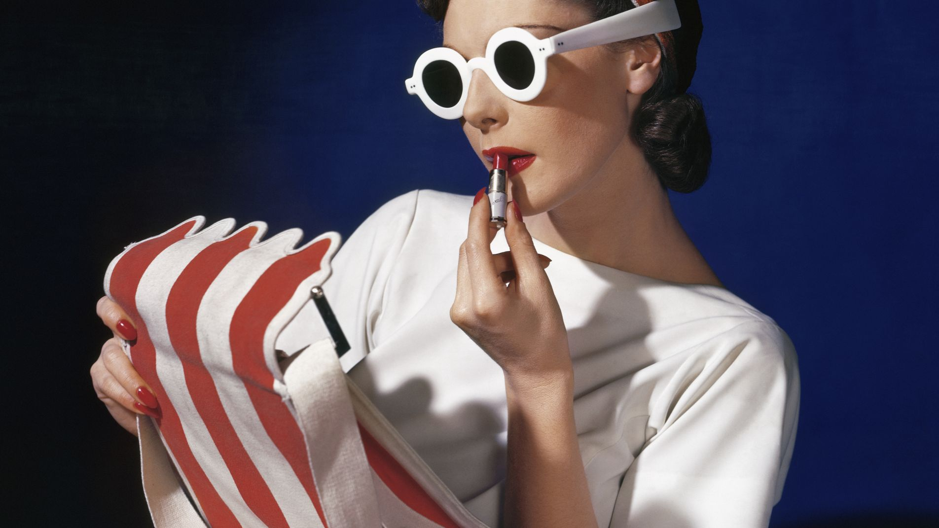 Muriel Maxwell, American Vogue cover, 1 July 1939 © Condé Nast / Horst Estate Muriel Maxwell, American Vogue cover, 1 July 1939 © Condé Nast / Horst Estate