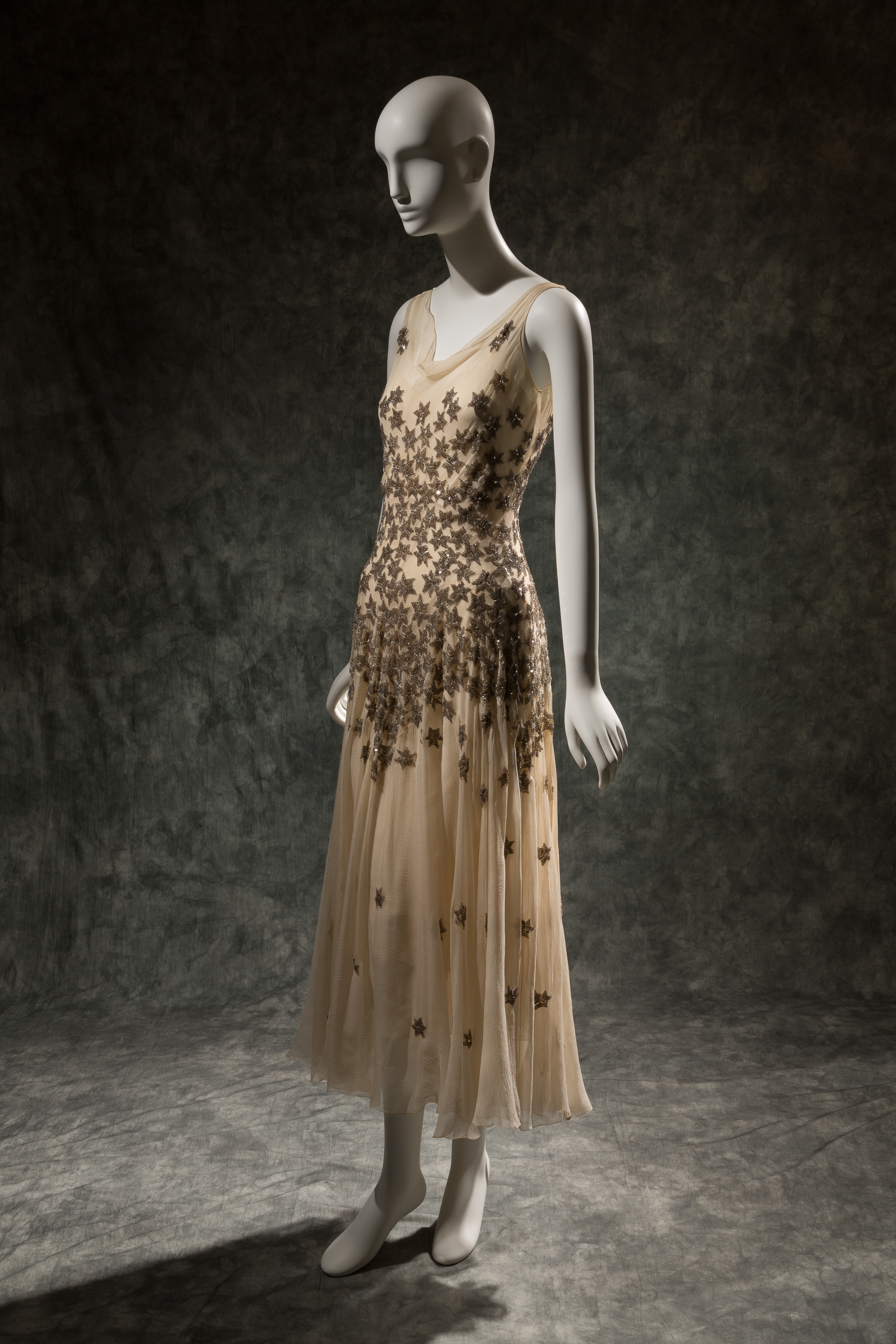 "Mary Liotta, evening dress, circa 1930, USA. The Museum at FIT, 78.237.10, photograph © The Museum at FIT (illustrating ""Furrypelts"")"