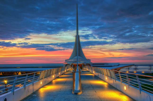 Exterior of the Milwaukee Art Museum which houses over 30,000 works of art © Abhishek Chandra  500px