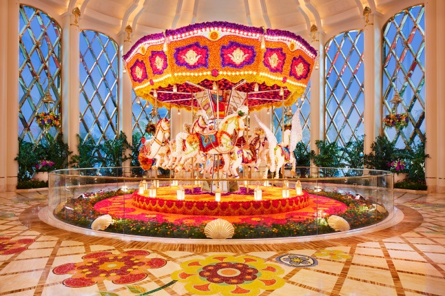 28_Wynn Palace_ Carousel Floral Sculpture by Preston Bailey_Roger Davies