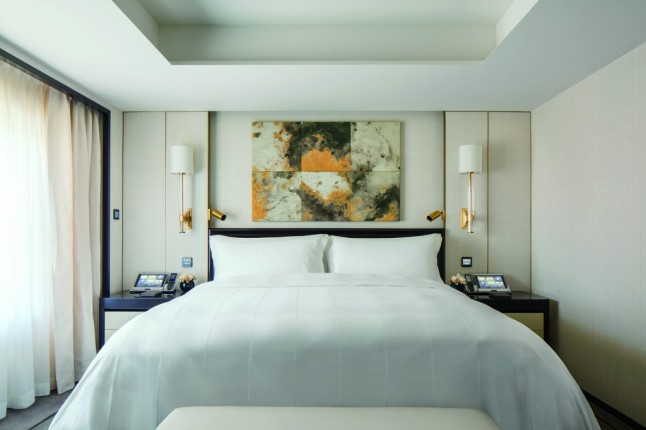the-peninsula-beijing-beijing-suite-master-bedroom
