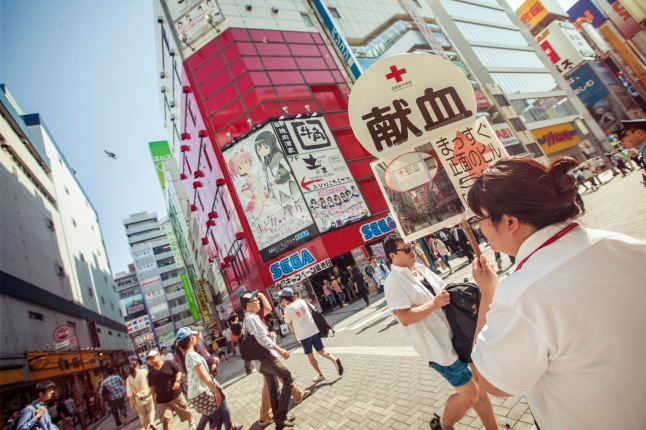 japan-tokyo-city-buildings-croud-japanese-signs-shereen-mroueh-2014