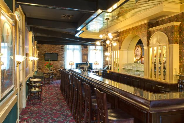 may-bailys-place-hotel-bar