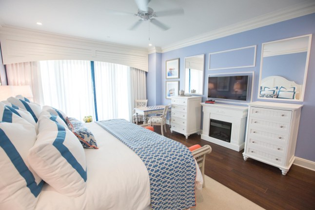 the-beach-club-at-charleston-harbor-resort-marina-family-parlor-room-bedroom