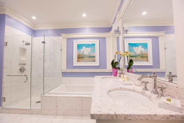 the-beach-club-at-charleston-harbor-resort-marina-garden-studio-suite-bathroom