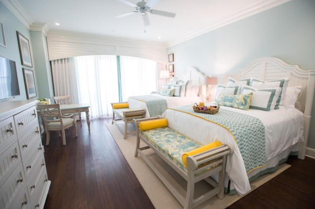 the-beach-club-at-charleston-harbor-resort-marina-harbor-deluxe-guestrooms-bedroom