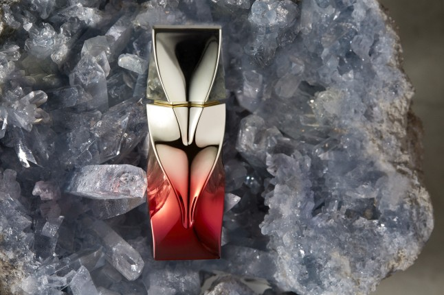 christian-louboutin-perfume-oil-tornade-blonde-bottle-shot