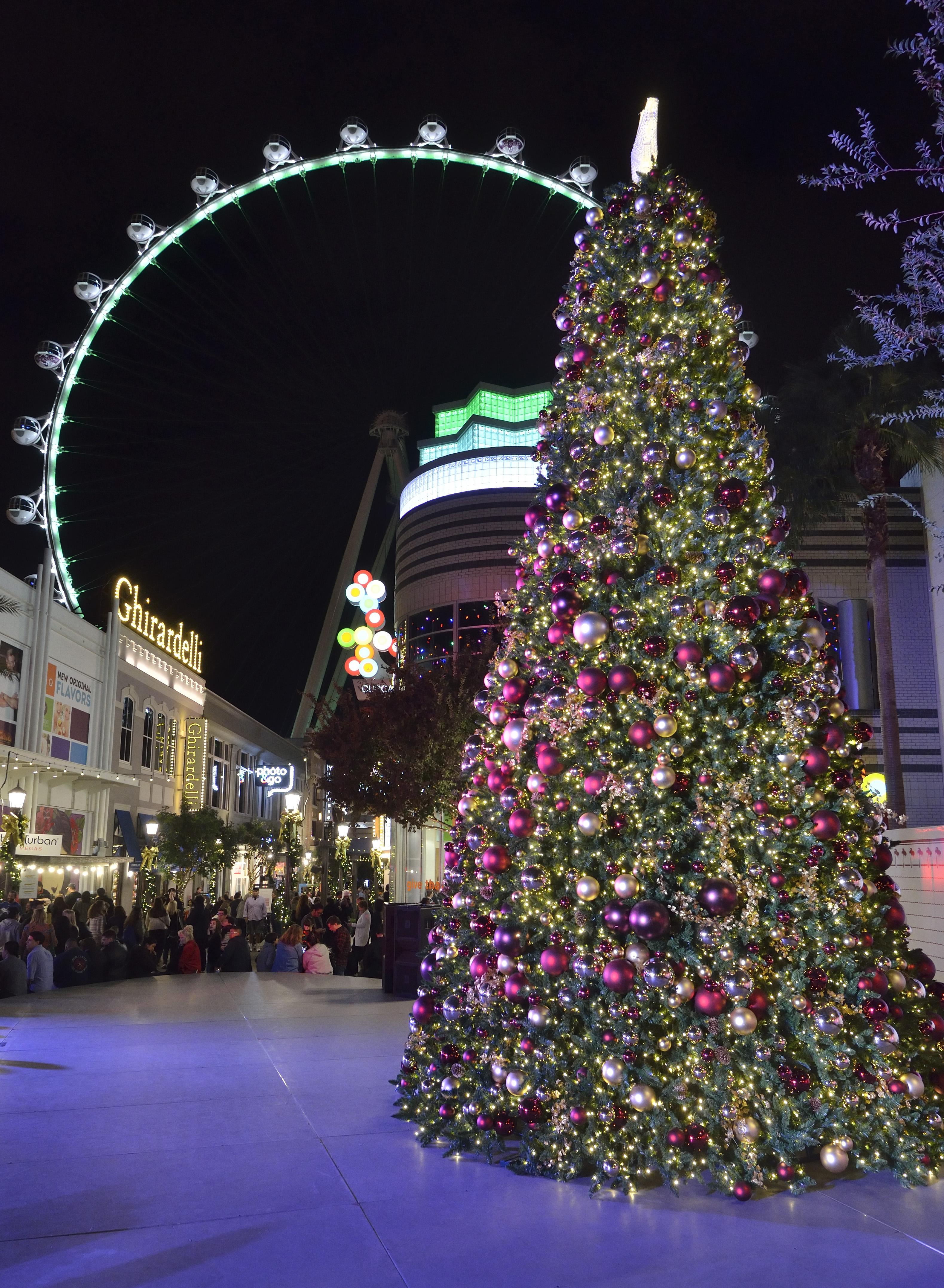 christmas-tree-at-the-linq-promenade