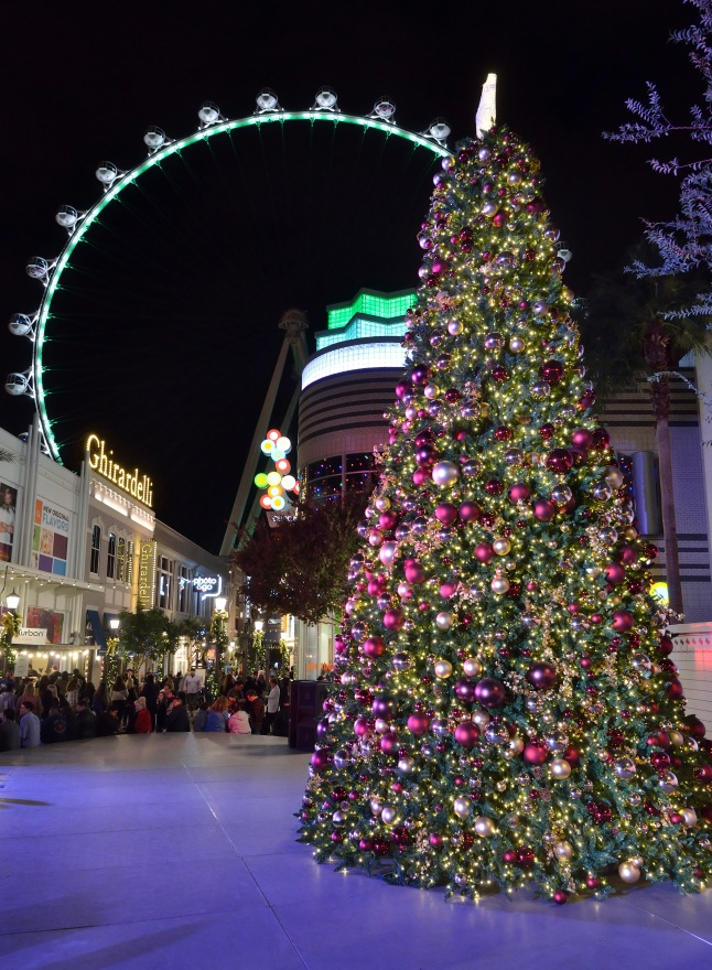 christmas-tree-at-the-linq-promenade