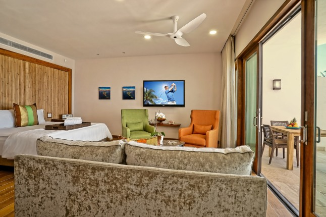 corner-beachfront-junior-suite-at-the-reef