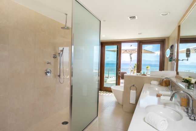 deluxe-beachfront-junior-suite-master-bath