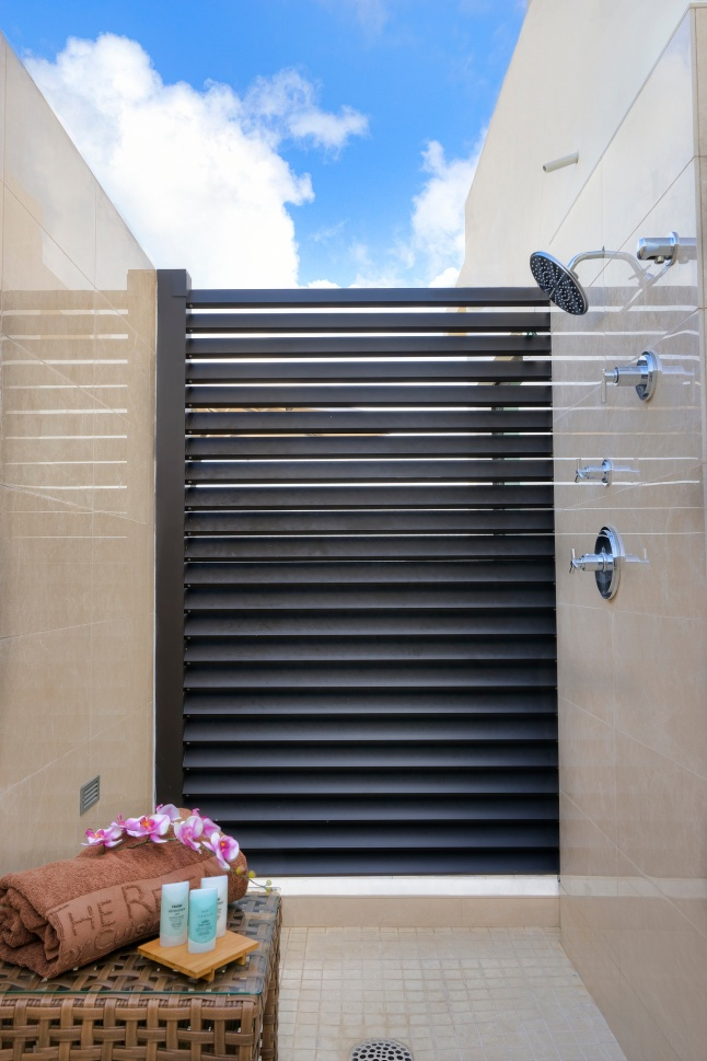 deluxe-beachfront-junior-suite-outdoor-shower