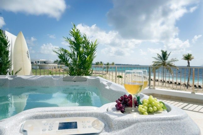 deluxe-beachfront-junior-suite-with-jacuzzi