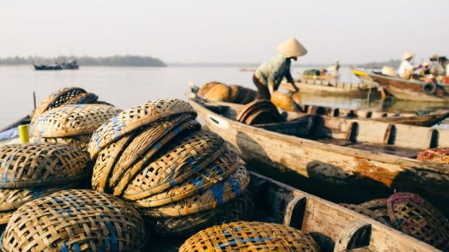 fishermen-at-the-hoi-an-seafood-market