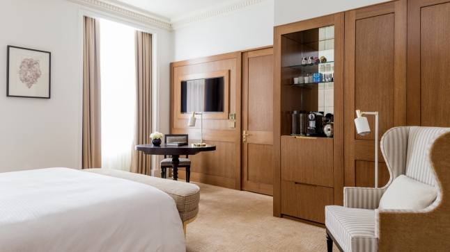 four-seasons-hotel-london-at-ten-trinity-square-5