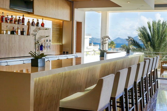 lobby-bar-at-the-reef-by-cuisinart-anguilla