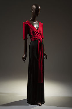 scott-barrie-dress-circa-1973-usa-gift-of-naomi-sims-81-145-3