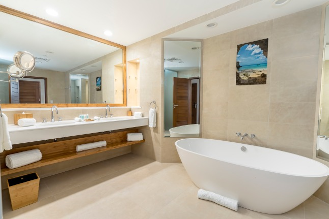 seaview-and-golfview-suite-bathroom-at-the-reef-by-cuisinart-anguilla
