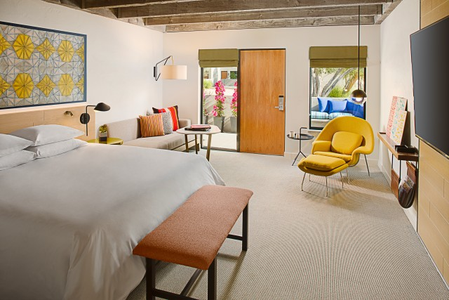 andaz-scottsdale-resort-and-spa-guestroom