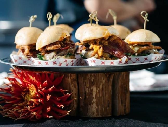 burgers-833x630-768x581