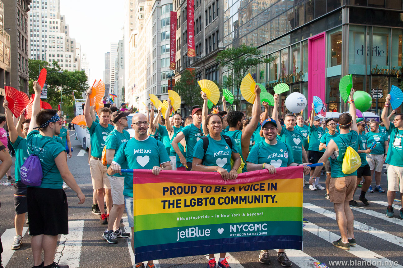 jetblue-and-the-new-york-city-gay-mens-chorus-at-nyc-pride-march-june-2016_27857717022_o
