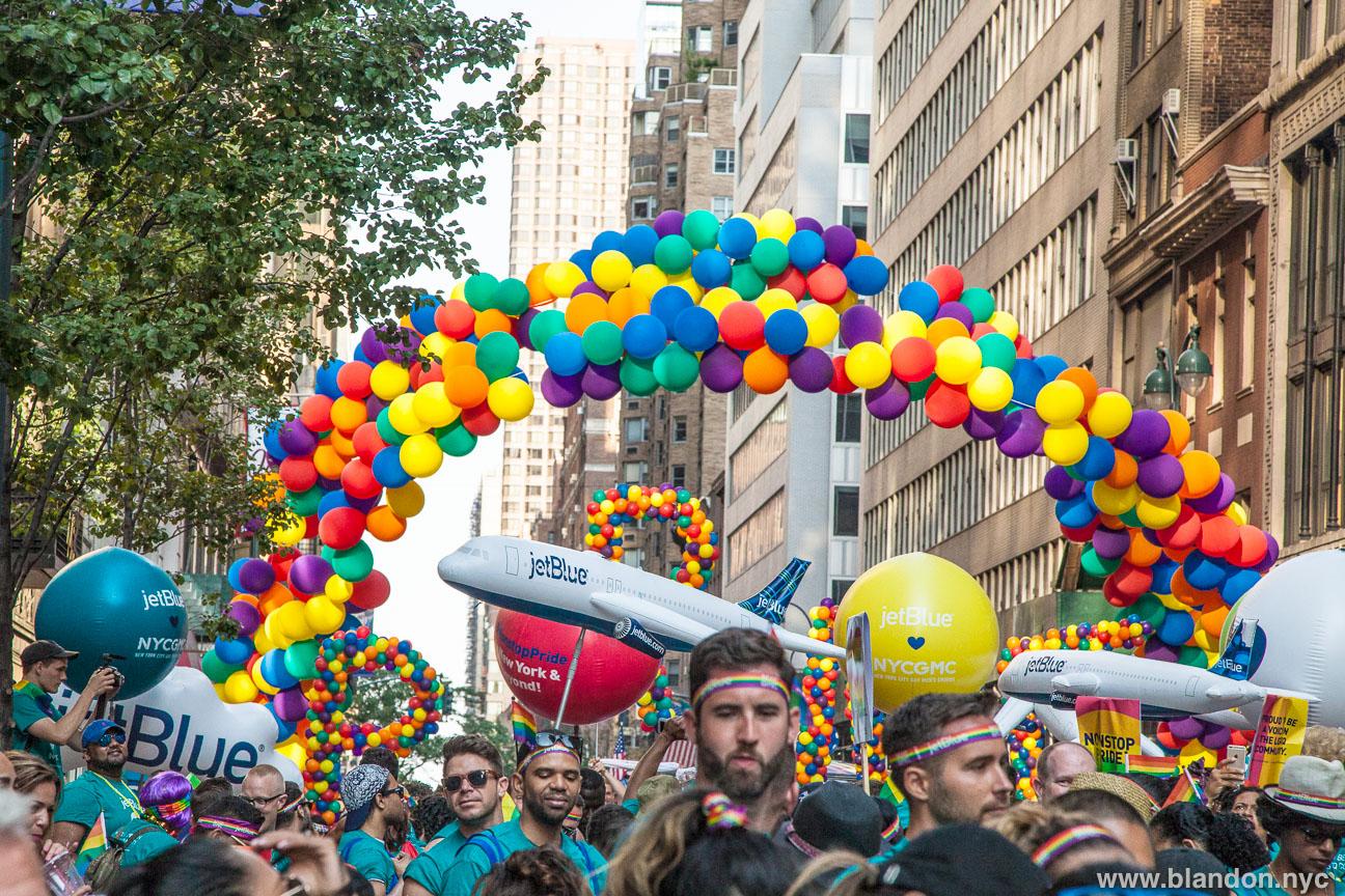 jetblue-and-the-new-york-city-gay-mens-chorus-at-nyc-pride-march-june-2016_27857720702_o