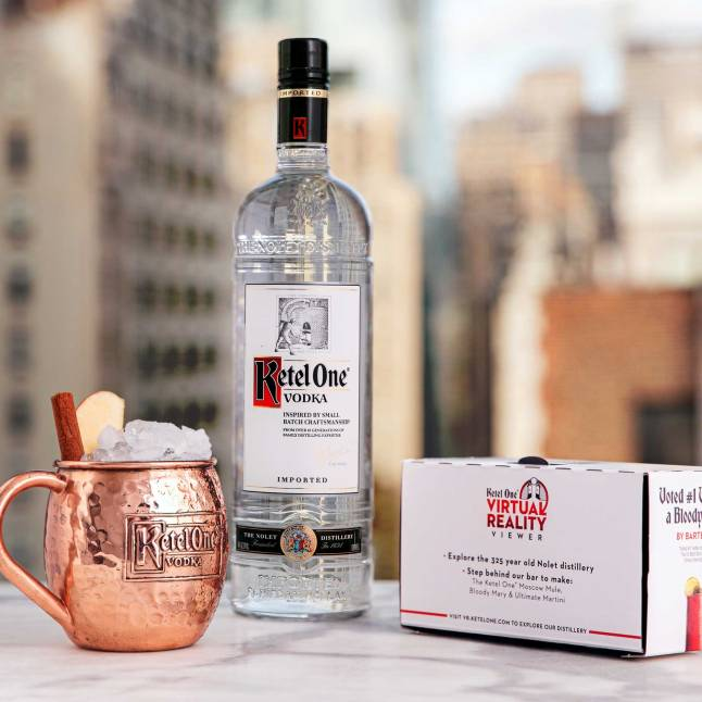 learn-to-craft-the-perfect-apple-cinnamon-mule-in-an-immersive-cocktail-experience-guided-by-master-mixologist-dale-degroff