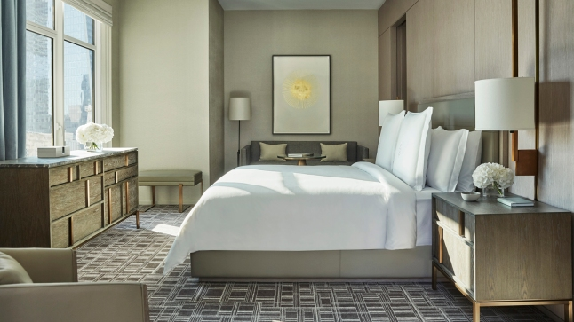 four-seasons-hotel-new-york-downtown-gotham-suite-bedroom