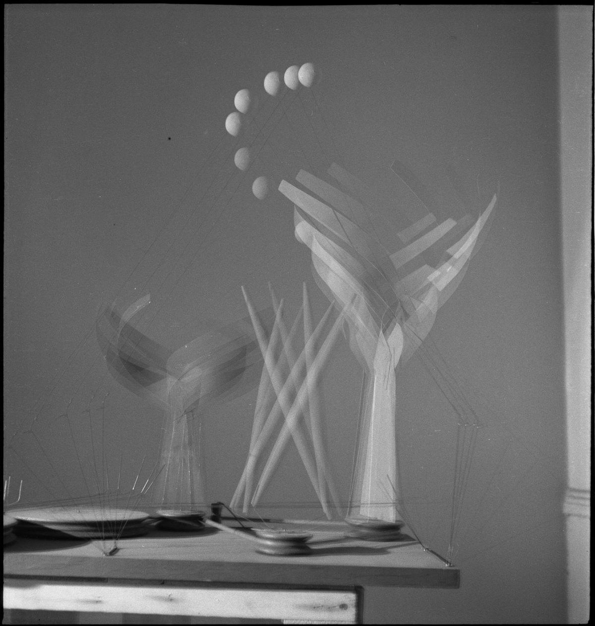 Alexander Calder (1898–1976), Dancers and Sphere