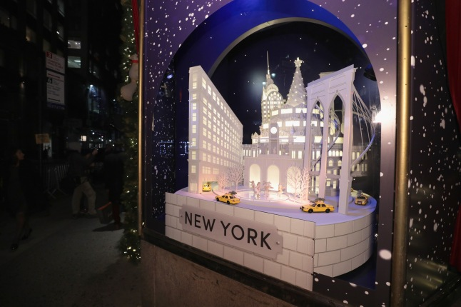 Lord & Taylor Unveils 2017 Holiday Windows With Performance By Jessie James Decker