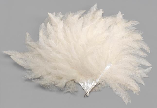 8 Folding brisé feather fan of swirling down feathers