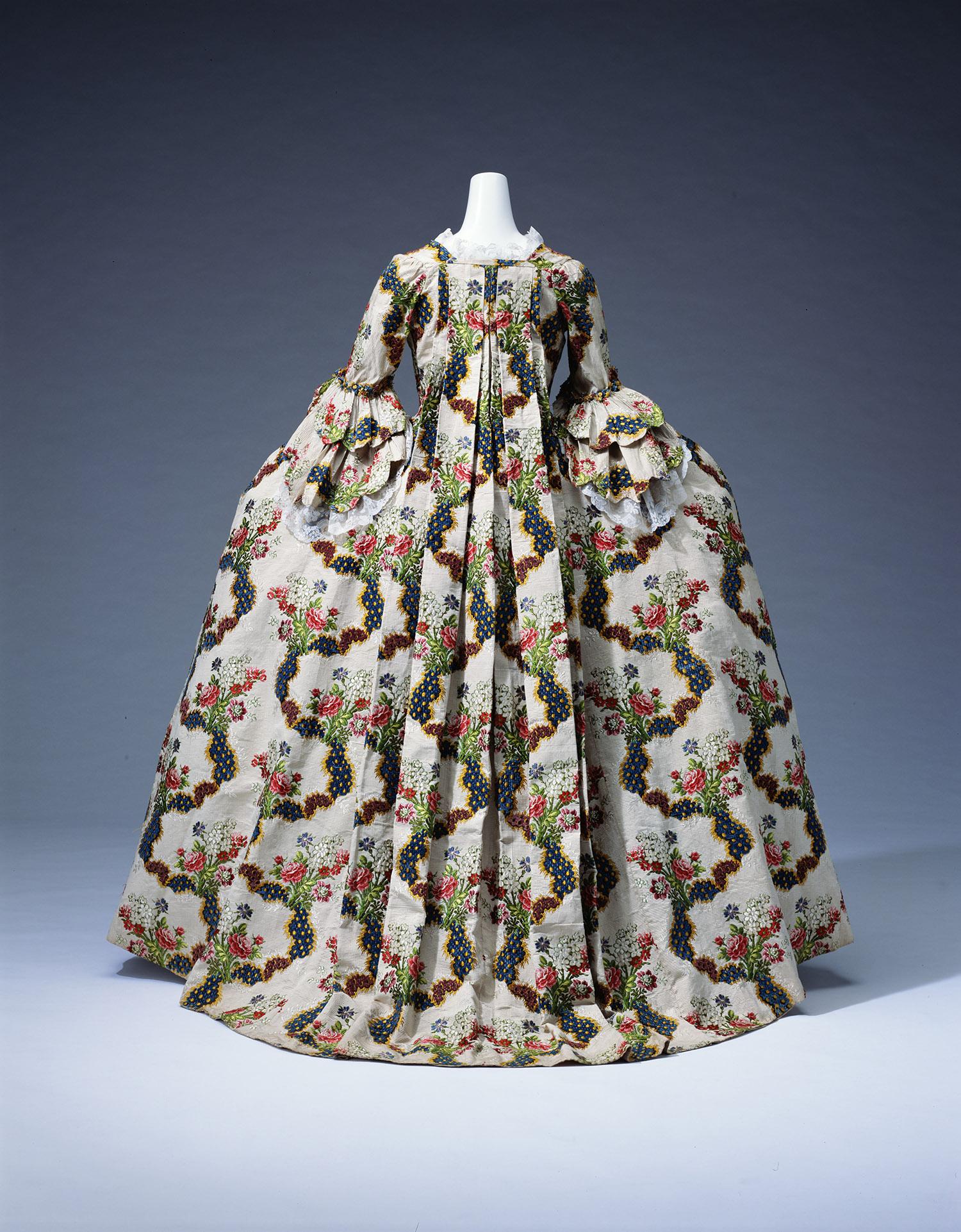 Dress (grande robe a la francaise)_300dpi