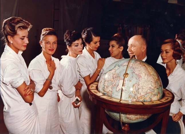 Christian Dior with models, about 1955. Photo André Gandner. © Clémence Gandner